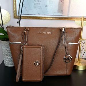 🆕️🎁NWT Michael Kors Pebble Leather Matching Set